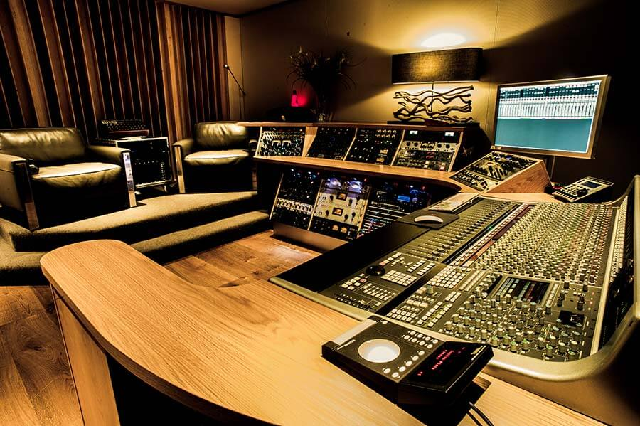 A sharp recording studio in sydney for The family room recording studio
